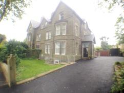 2 bedroom flat to rent in Bxuton
