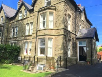 Two bedroom flat with parking and garden in Buxton SK17